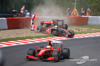 Lewis Hamilton, McLaren Mercedes and Jaime Alguersuari, Scuderia Toro Rosso crashes in the first lap