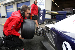 Tobias Hegewald changes onto slicks during qualifying