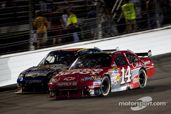 Tony Stewart, Stewart-Haas Racing Chevrolet, David Reutimann, Michael Waltrip Racing Toyota