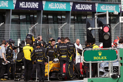 Kevin Magnussen, Renault Sport F1 Team RS16  in the pits as the race is stopped