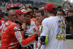 Race winner Casey Stoner, Ducati Marlboro Team and 2009 MotoGP champion Valentino Rossi, Fiat Yamaha Team celebrate