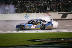 Race winner Kurt Busch, Penske Racing Dodge celebrates