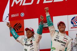 GT500 podium: second place #36 Petronas Tom's SC430: Juichi Wakisaka, Andre Lotterer