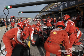F1 exhibition: pit stop for Felipe Massa