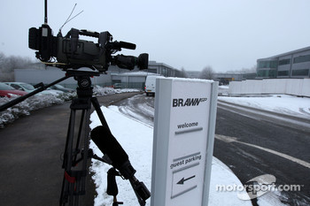 Media await news of Michael Schumacher signing