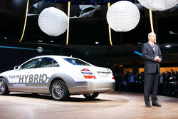 The new Mercedes Benz plug in Hybrid S Class with Daimler Boss Dr. Dieter Zetsche