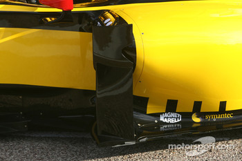 The new Renault R30 side Podium detail