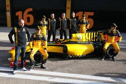 Gerard Lopez, Renault F1 Team owner, Robert Kubica, Renault F1 Team, Vitaly Petrov, Renault F1 Team, Jerome D'Ambrosio, Test Driver, Renault F1 Team, Ho-Pin Tung, Test Driver, Renault F1 Team, Eric Boullier, Team Principal, Renault F1 Team, Bob Bell, Rena