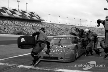 Pit stop for #99 GAINSCO/ Bob Stallings Racing Chevrolet Riley: Jon Fogarty, Alex Gurney, Jimmie Johnson, Jimmy Vasser