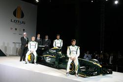 Heikki Kovalainen, Mike Gascoyne, Lotus F1 Racing Chief Technical Officer, Tony Fernandes, Malaysia Racing Team Principal, Fairuz Fauzy and Jarno Trulli