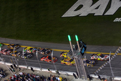 Restart: Greg Biffle, Roush Fenway Racing Ford and Martin Truex Jr., Michael Waltrip Racing Toyota battle for the lead