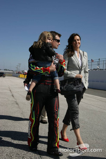 Jeff Gordon, Hendrick Motorsports Chevrolet with his wife Ingrid Vandebosch and daugther Ella Sophie
