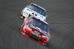 Tony Stewart, Stewart-Haas Racing Chevrolet and Sam Hornish Jr., Penske Racing Dodge