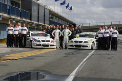 Augusto Farfus, BMW Team RMB, BMW 320si and Andy Priaulx, BMW Team RMB, BMW 320si with the team