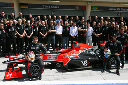 Timo Glock, Virgin Racing with the team and Lucas di Grassi, Virgin Racing