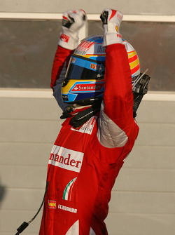 Race winner Fernando Alonso, Scuderia Ferrari celebrates