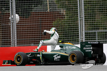Heikki Kovalainen, Lotus F1 Team stops on track in the first session