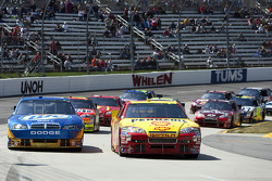 Kevin Harvick, Richard Childress Racing Chevrolet and Kurt Busch, Penske Racing Dodge battle for the lead