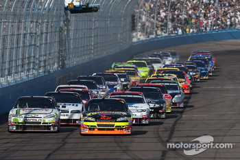 Ryan Newman, Stewart-Haas Racing Chevrolet and Tony Stewart, Stewart-Haas Racing Chevrolet lead the field