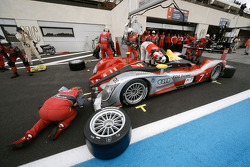 Pit stop for #7 Audi Sport Team Joest Audi R15 TDI: Rinaldo Capello, Allan McNish