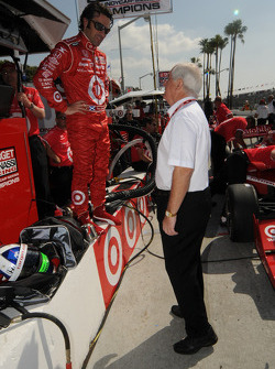 Dario Franchitti talking with Roger Penske