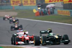 Heikki Kovalainen, Lotus F1 Team leads Fernando Alonso, Scuderia Ferrari