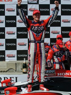 Ryan Hunter-Reay celebrates his victory