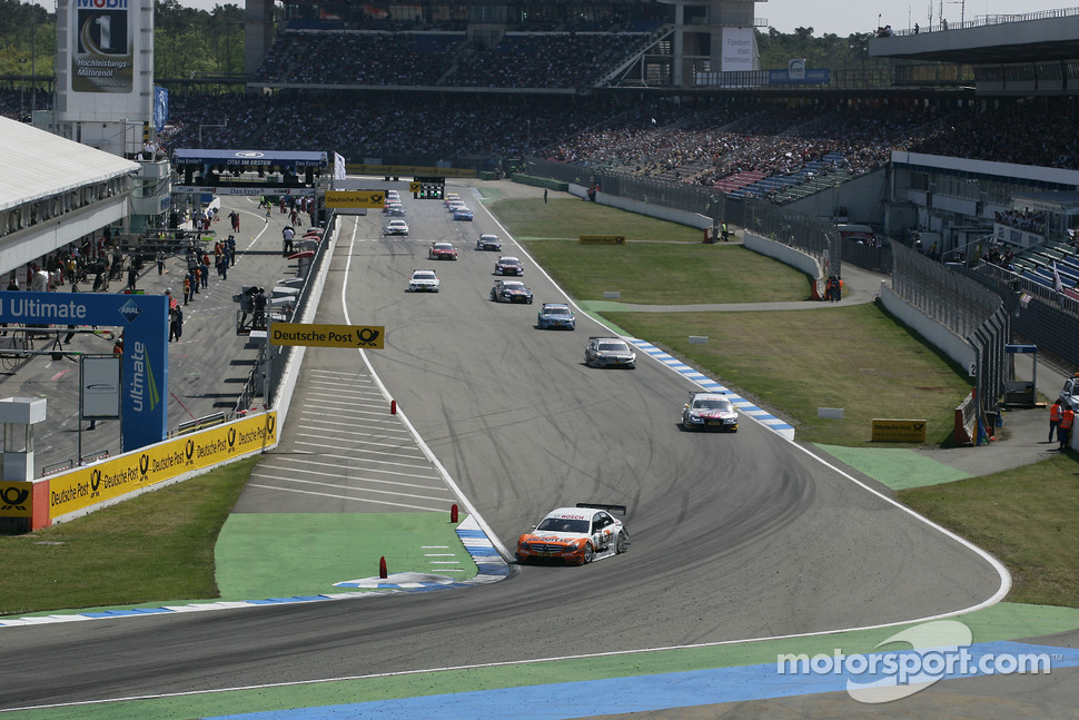 Gary Paffett, Team HWA AMG Mercedes C-Klasse leads the field on pace lap
