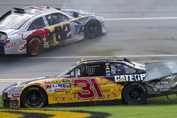 Jeff Burton, Richard Childress Racing Chevrolet and Scott Speed, Red Bull Racing Team Toyota crash