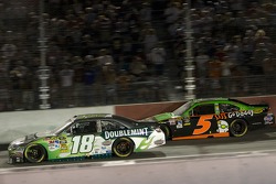 Kyle Busch, Joe Gibbs Racing Toyota and Mark Martin, Hendrick Motorsports Chevrolet