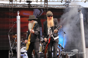 ZZ Top performs