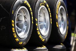 Pirelli tye and logo