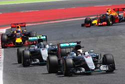 Lewis Hamilton, Mercedes AMG F1 W07 Hybrid on the formation lap