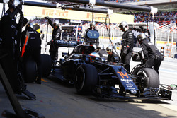 Fernando Alonso, McLaren MP4-31 makes a pit stop