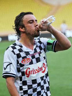 Fernando Alonso, McLaren, bei einem Wohltätigkeitsfußballspiel