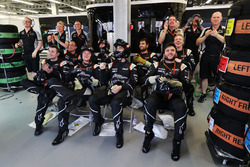 Sahara Force India F1 Team mechanics celebrate third position for Sergio Perez, Sahara Force India F1