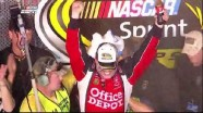 Stewart in Victory Lane - Homestead-Miami Speedway 2011