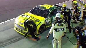 Carl Edwards Runs Over Pit Crew Member's Foot | Coke Zero 400, Daytona