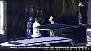 Kevin Harvick golpea a Jimmie Johnson en el pecho