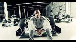 A new Silver Arrow is born: Lewis Hamilton presents the 2016 Mercedes F1 W07!
