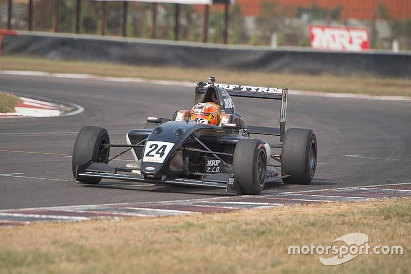 Karthikeyan, Picariello complete MRF tyre test
