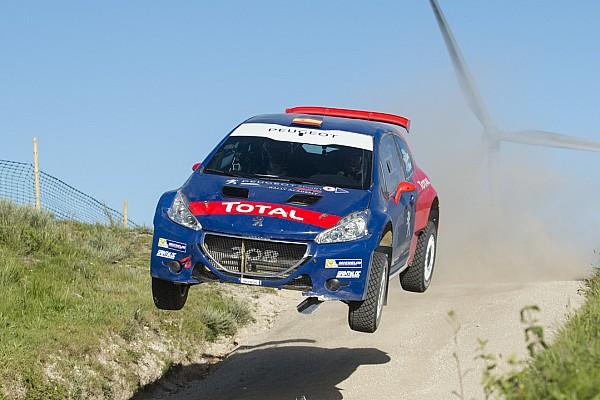 WRC I più cliccati Fotogallery: Sainz dà spettacolo alla Fafe con una Peugeot T16