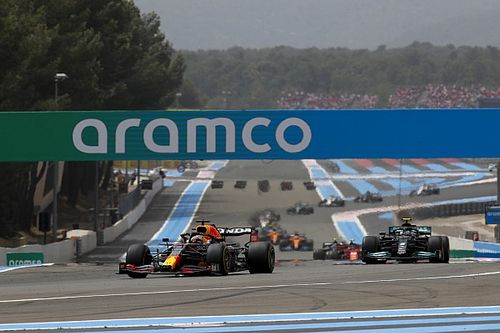 """F1: Verstappen passa Hamilton no fim, vence o GP da França e """"dá o troco"""" por Barcelona"""