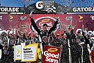 Harvick supera a Edwards en un final de fotografía