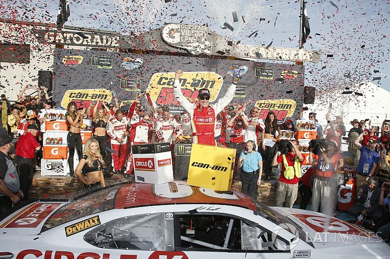 Kenseth takes emotional Phoenix win after dramatic battle
