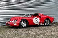 """Une réplique """"mini"""" de la Ferrari 330 P2 aux enchères"""