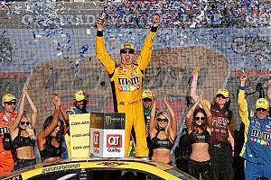 Kyle Busch vence em Phoenix e NASCAR define finalistas
