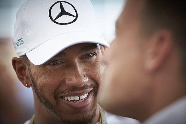 Stop/Go Livefeed Hamilton és Bolt együtt csapatta neki a Mercedes szörnyetegével