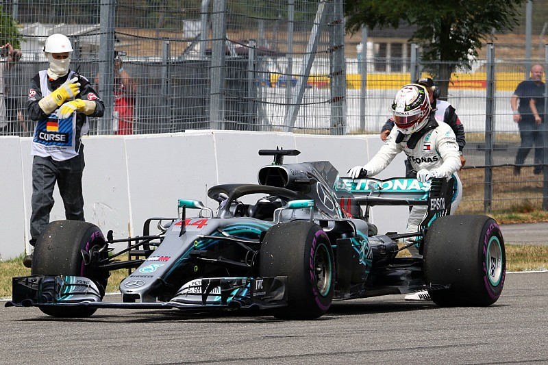 VIDEO: así fue el momento del abandono de Lewis Hamilton