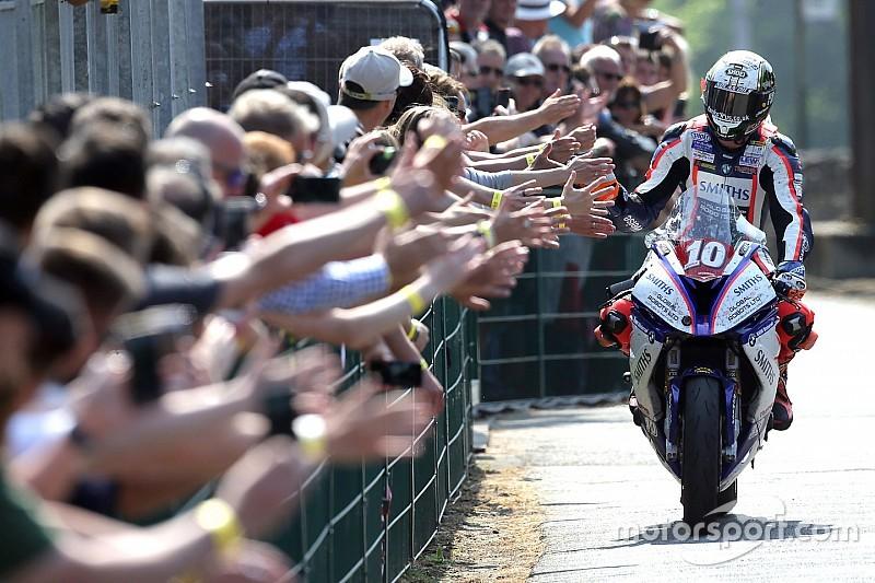 Isle of Man TT: Hickman wins thriller, smashes lap record